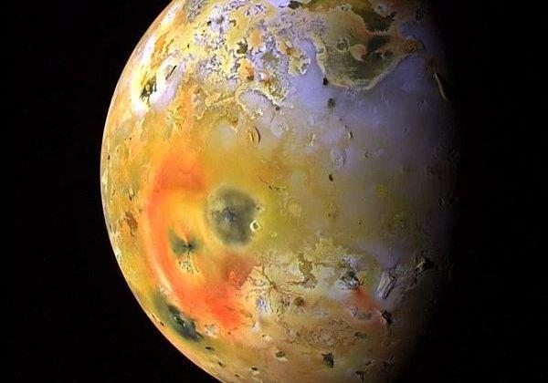 На поверхности спутника Юпитера Ио произошло крупнейшее извержение