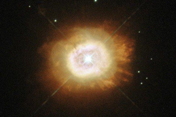 «Хаббл» передал снимок гибнущего аналога Солнца